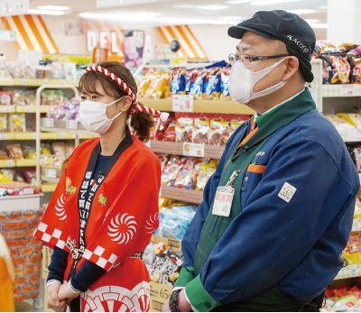 山口店長とレポーターのマコちゃん
